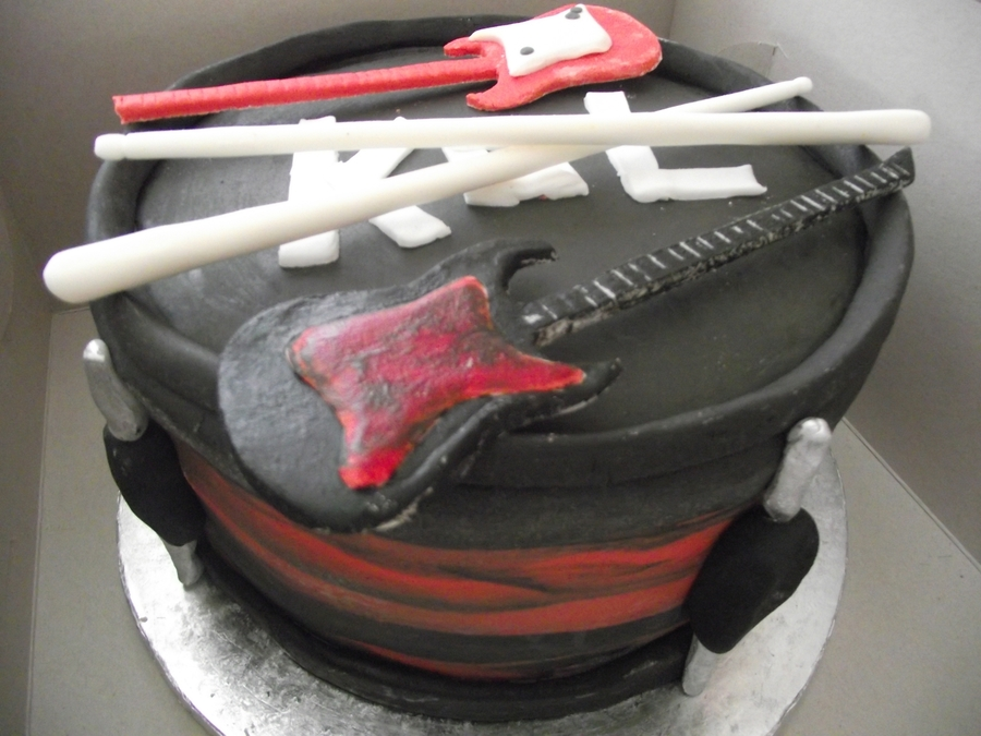 Kings Of Leon Drum  on Cake Central