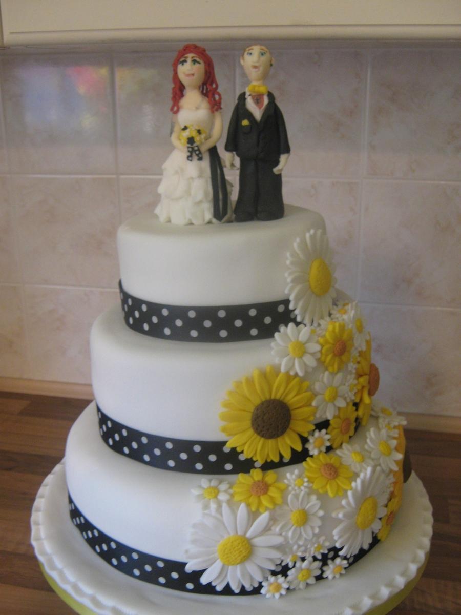 daisy sunflower wedding cake. Black Bedroom Furniture Sets. Home Design Ideas