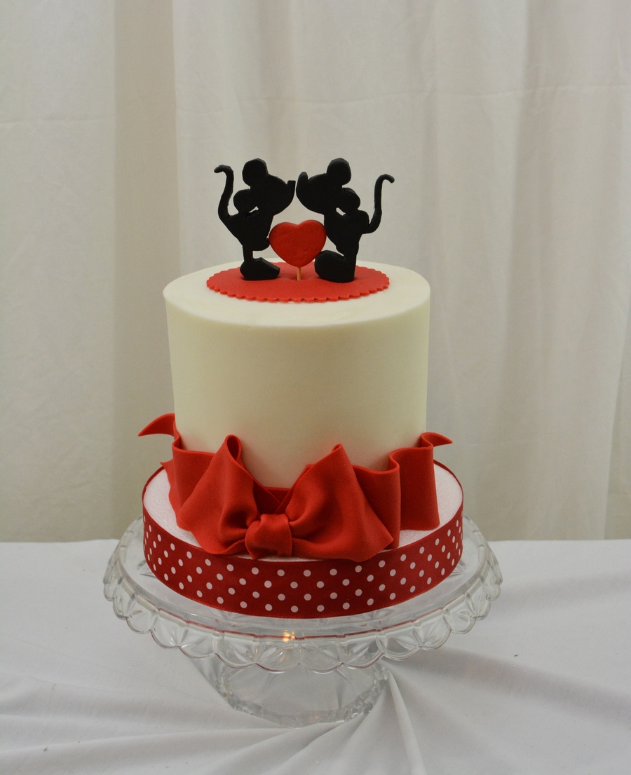 mini wedding cakes san francisco 6 inch finished in buttercream with fondant and gumpste 17428