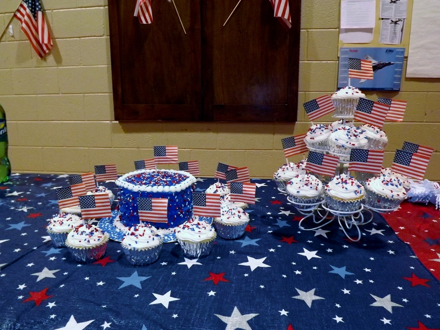 Patriotic Cake & Cupcakes  on Cake Central