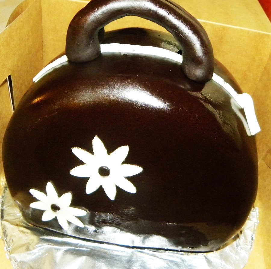 Chocolate Purse Cake! on Cake Central