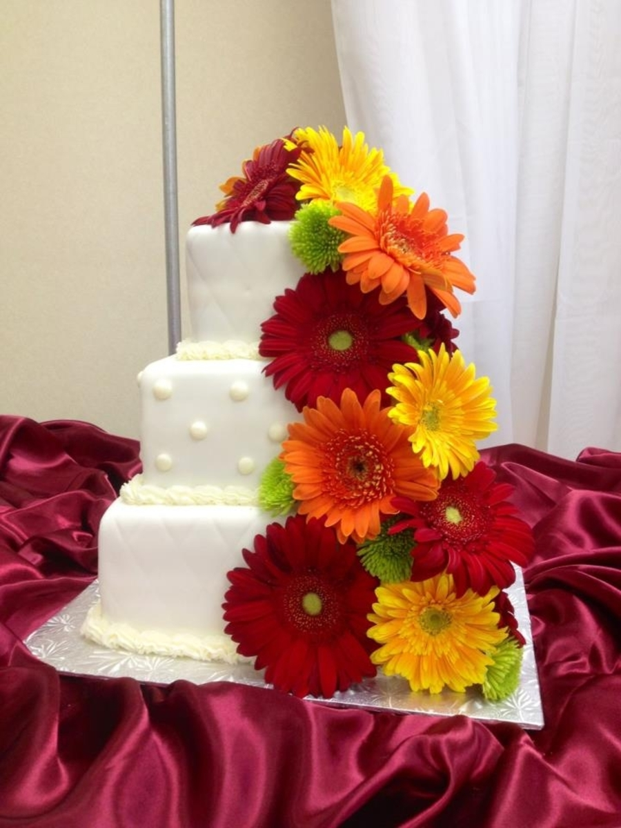 wedding cake pictures with gerbera daisies wedding cake with cascading fresh gerbera daisies 23449