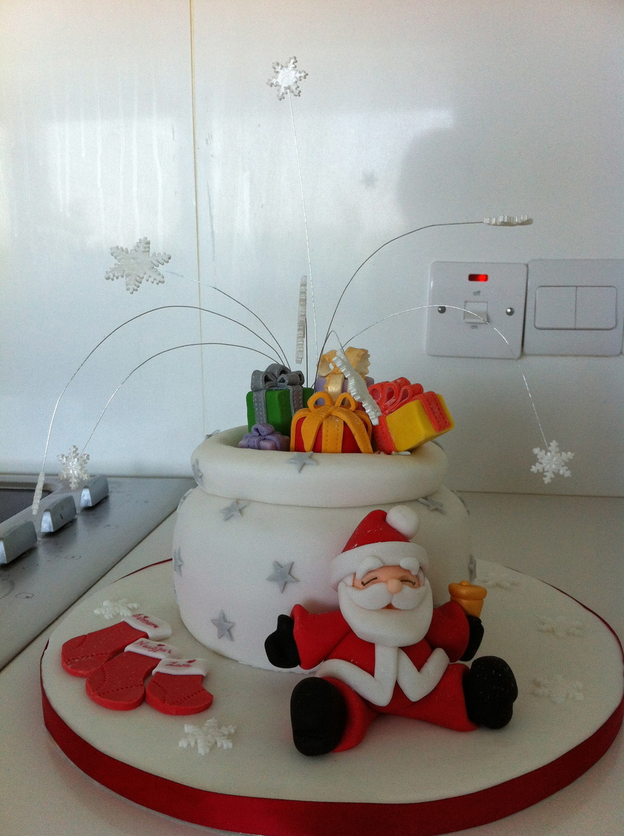 Santa's Bag Christmas Cake on Cake Central