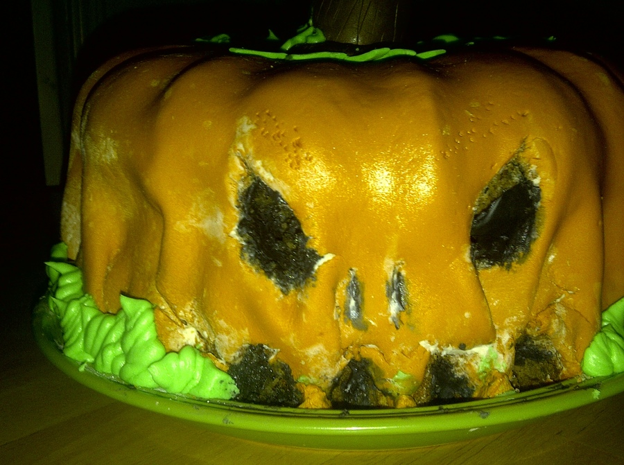 Just For Funlearned That I Needed To Put More Batter In The Bundt Pans To Make The Pumkin Fuller Thanks To All For This Idea on Cake Central