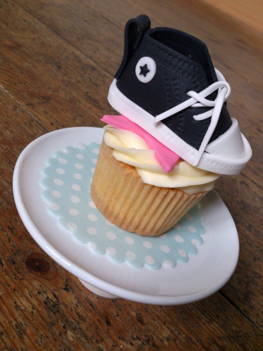 Converse Style Trainer On A Cupcake on Cake Central