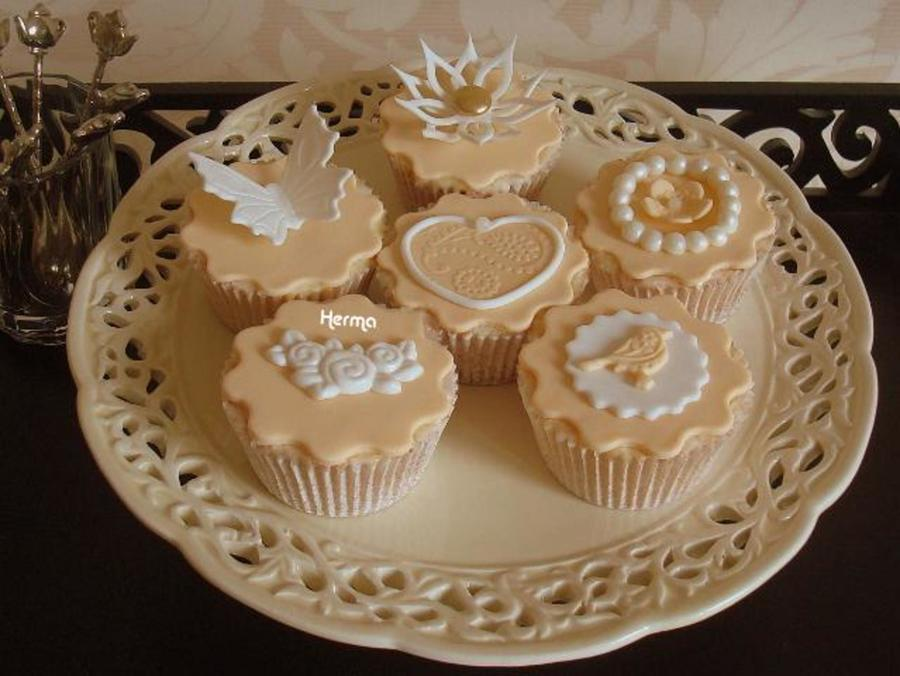 Elegant Wedding Cupcakes on Cake Central