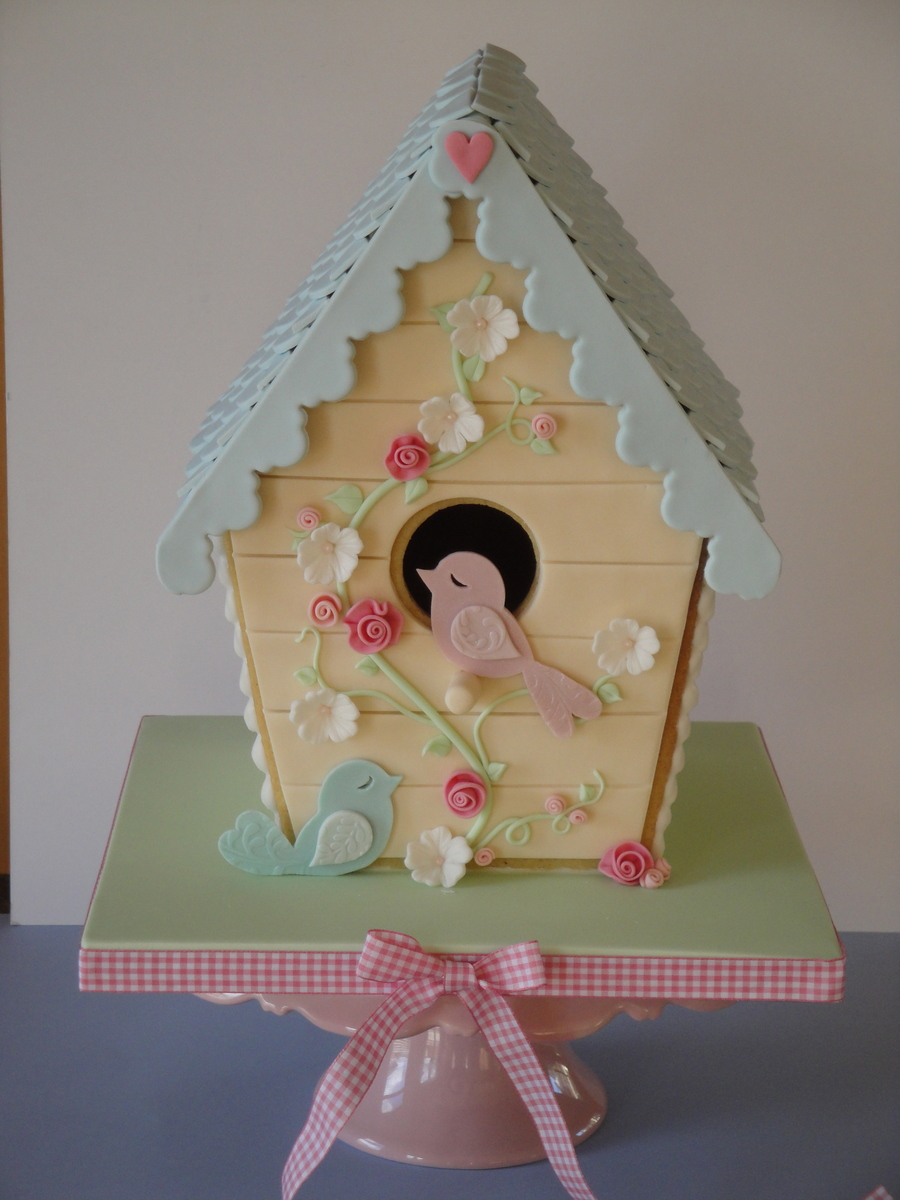 Vanilla Bean Cookie Bird House on Cake Central