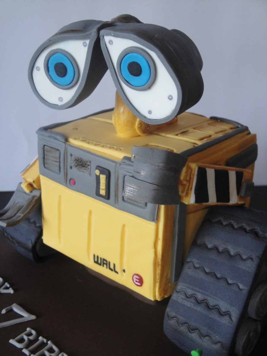 Wall - E on Cake Central