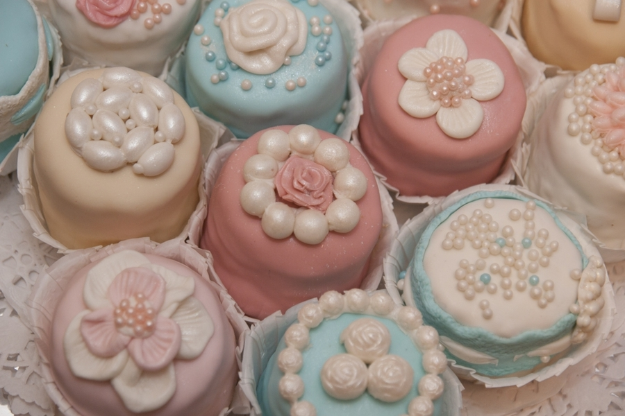 Mini Cakes... on Cake Central