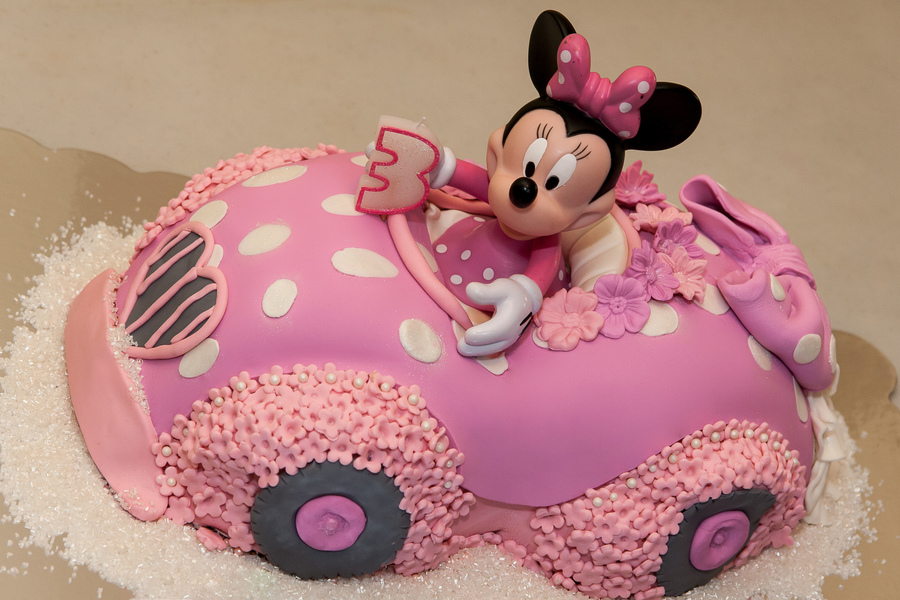 Minnie Mouse Birthday Cake - CakeCentral.com