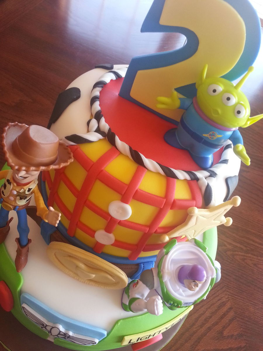 Birthday Cake Toy : Toy story cake woodybuzz lightyear cakecentral