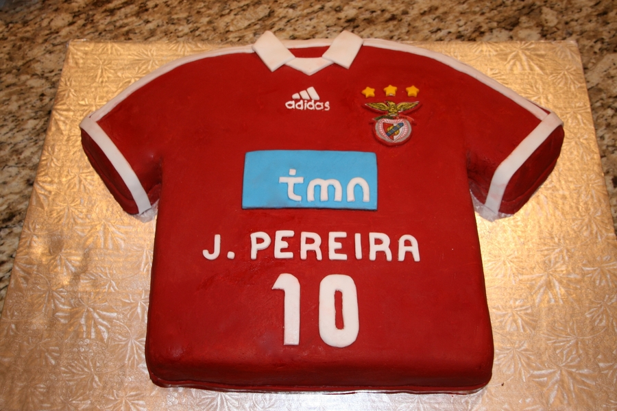 best service 0d2d5 ed125 Benfica Soccer Jersey Cake - CakeCentral.com