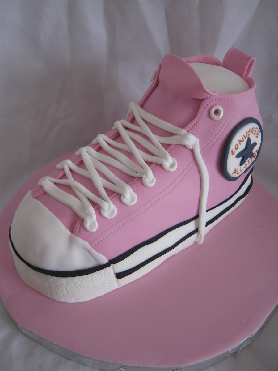 Converse Chuck Taylor  on Cake Central