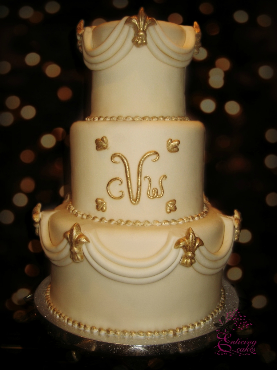 Ivory Swags on Cake Central