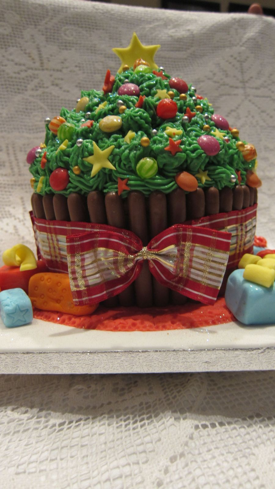 Christmas Cake (Giant Cup Cake) on Cake Central