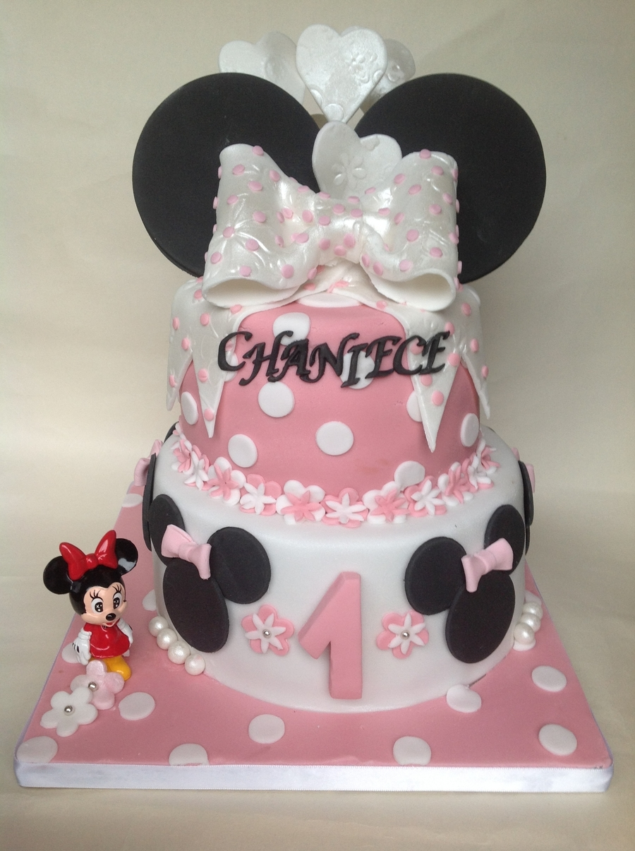 Minne's Bow on Cake Central
