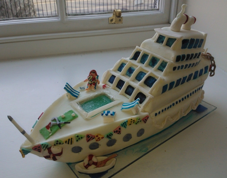 Cruise Liner  on Cake Central