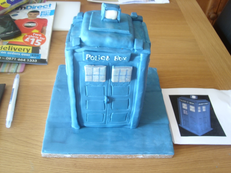 The Tardis  on Cake Central