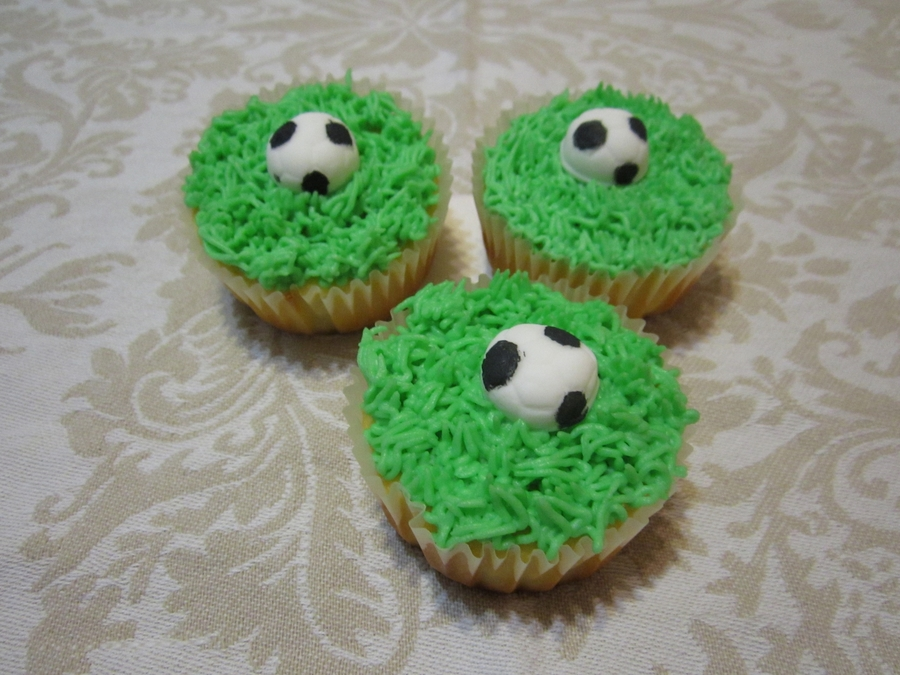 Cupcake - Soccer Ball on Cake Central