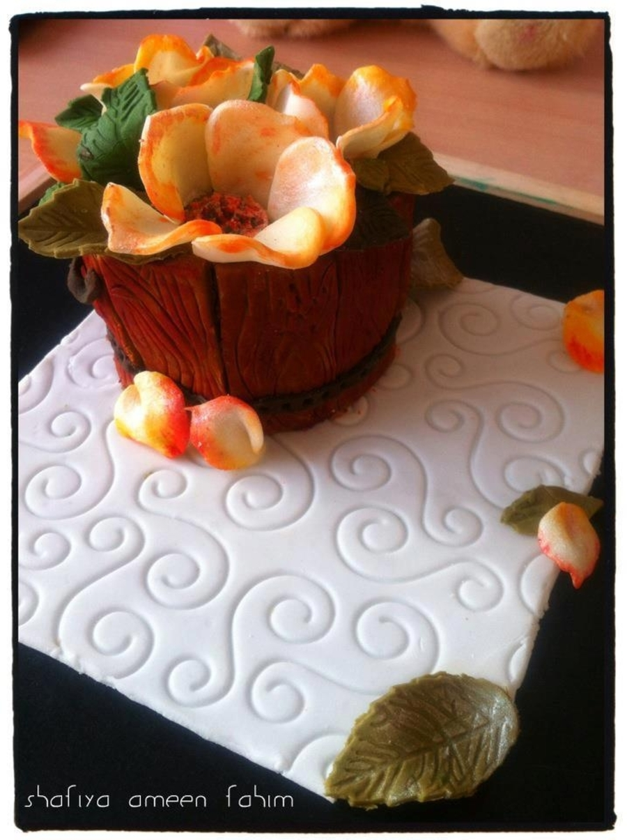 Wooden Barrel With Flowers on Cake Central