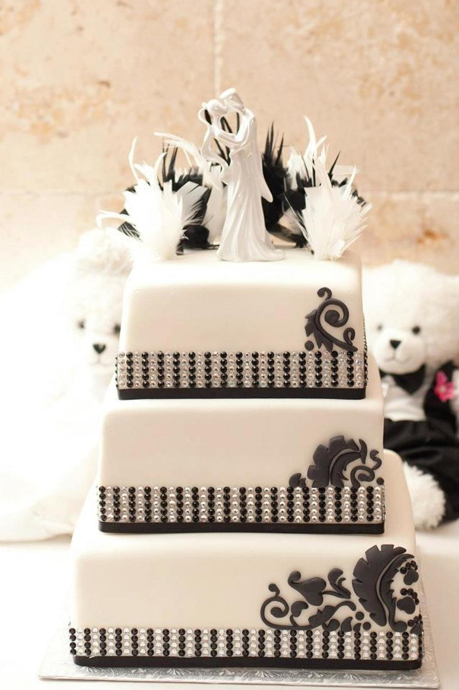 Black And White Wedding Cake Design Based On Wedding Invitations And ...
