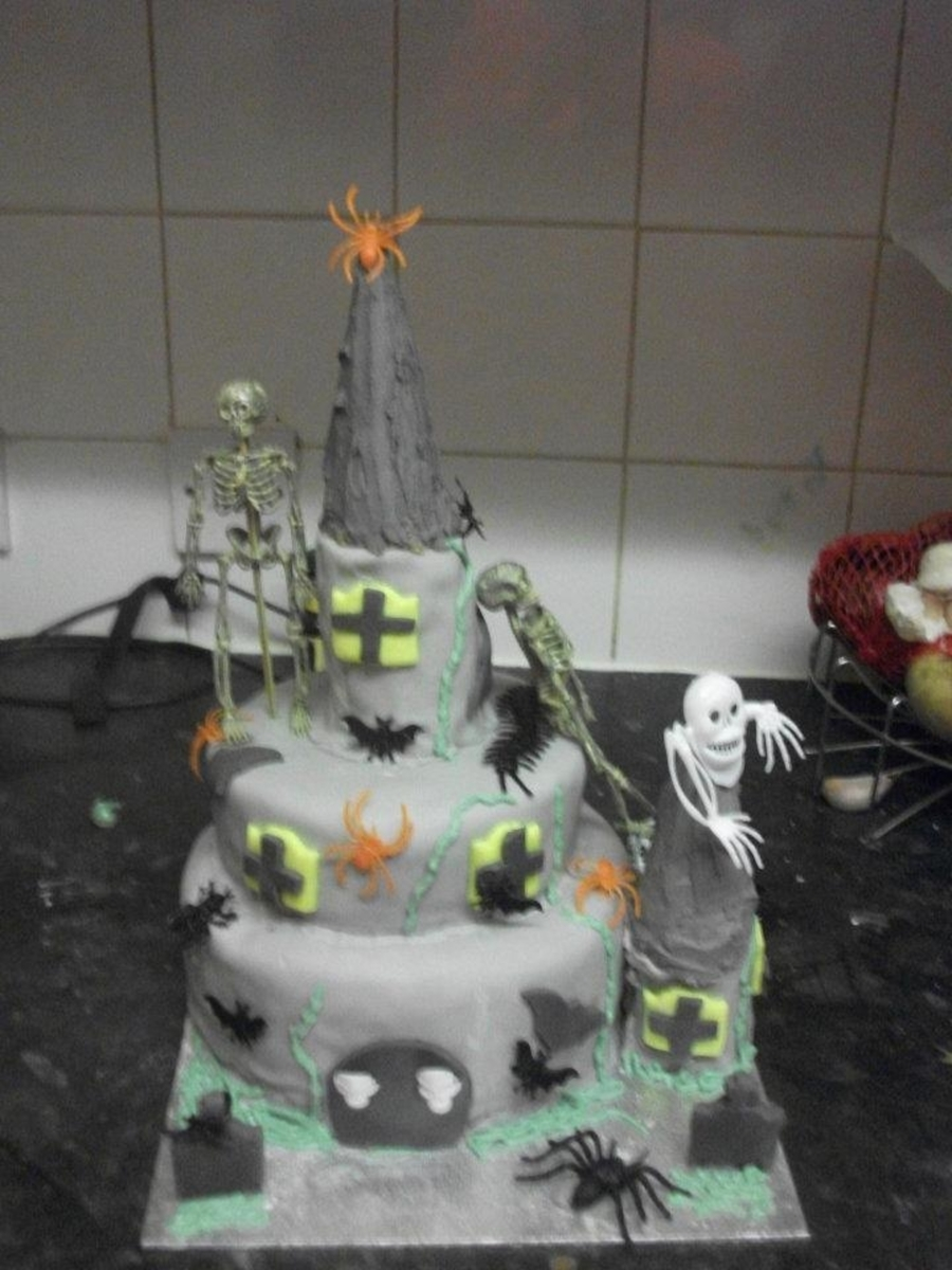 Halloween Haunted Castle Cake on Cake Central