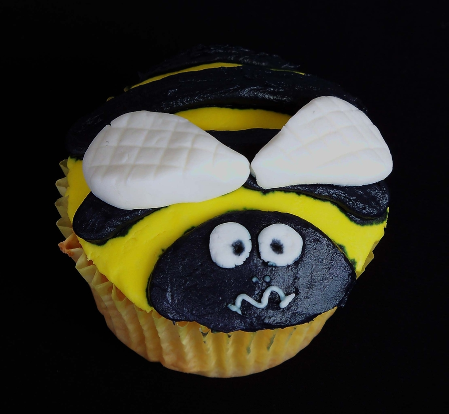 Bee  on Cake Central