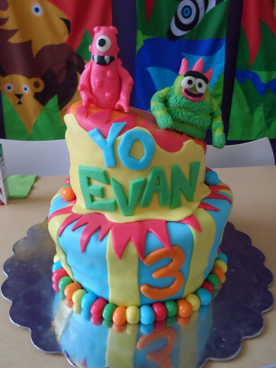 Yo Gabba Gabba Topsy Turvy Cake on Cake Central