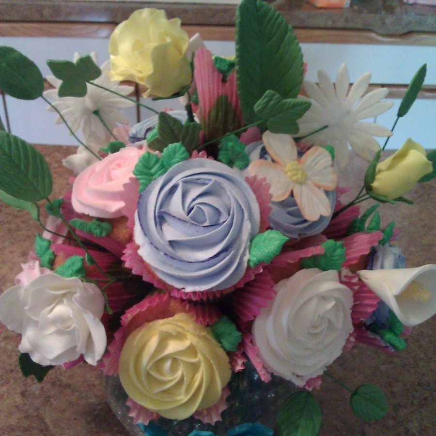 Cupcakes And Flowers Made Out Of Gumpaste on Cake Central