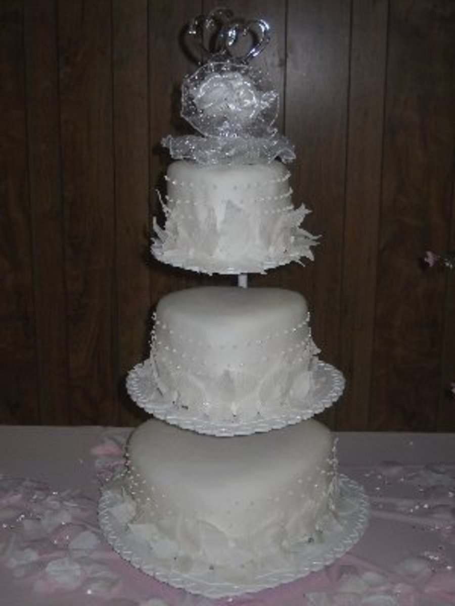 neapolitan wedding cake on floating hearts stand inspiration from a wilton cake magazine vanilla. Black Bedroom Furniture Sets. Home Design Ideas