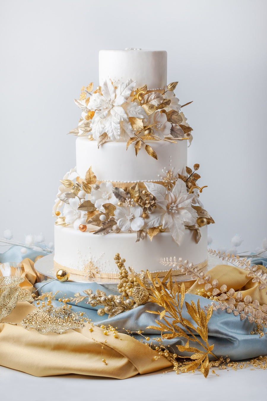 winter gold wedding cake from cakecentral magazine vol 3 issue 11 all the flowers and. Black Bedroom Furniture Sets. Home Design Ideas