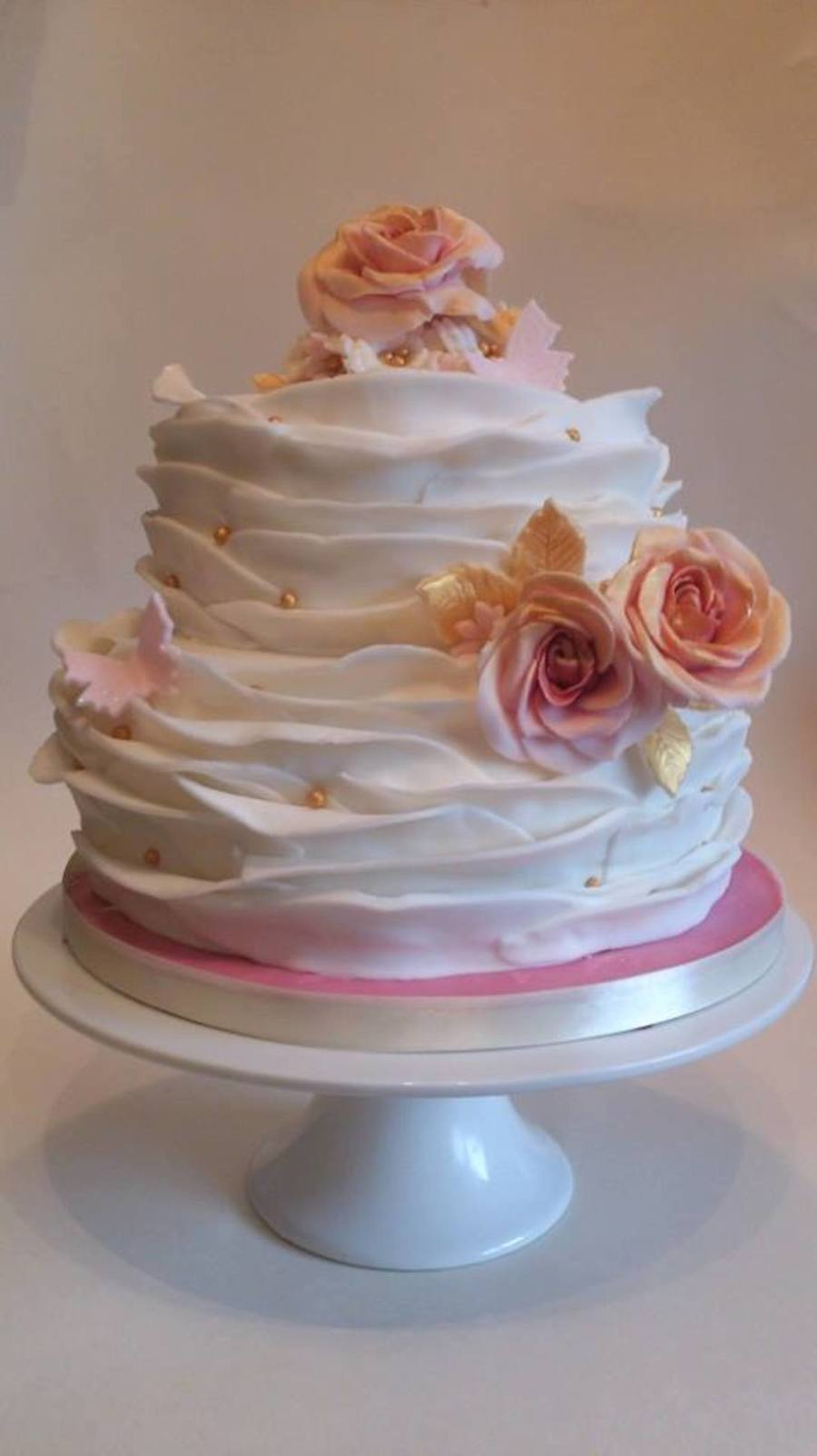 Ruflled Antique Roses on Cake Central