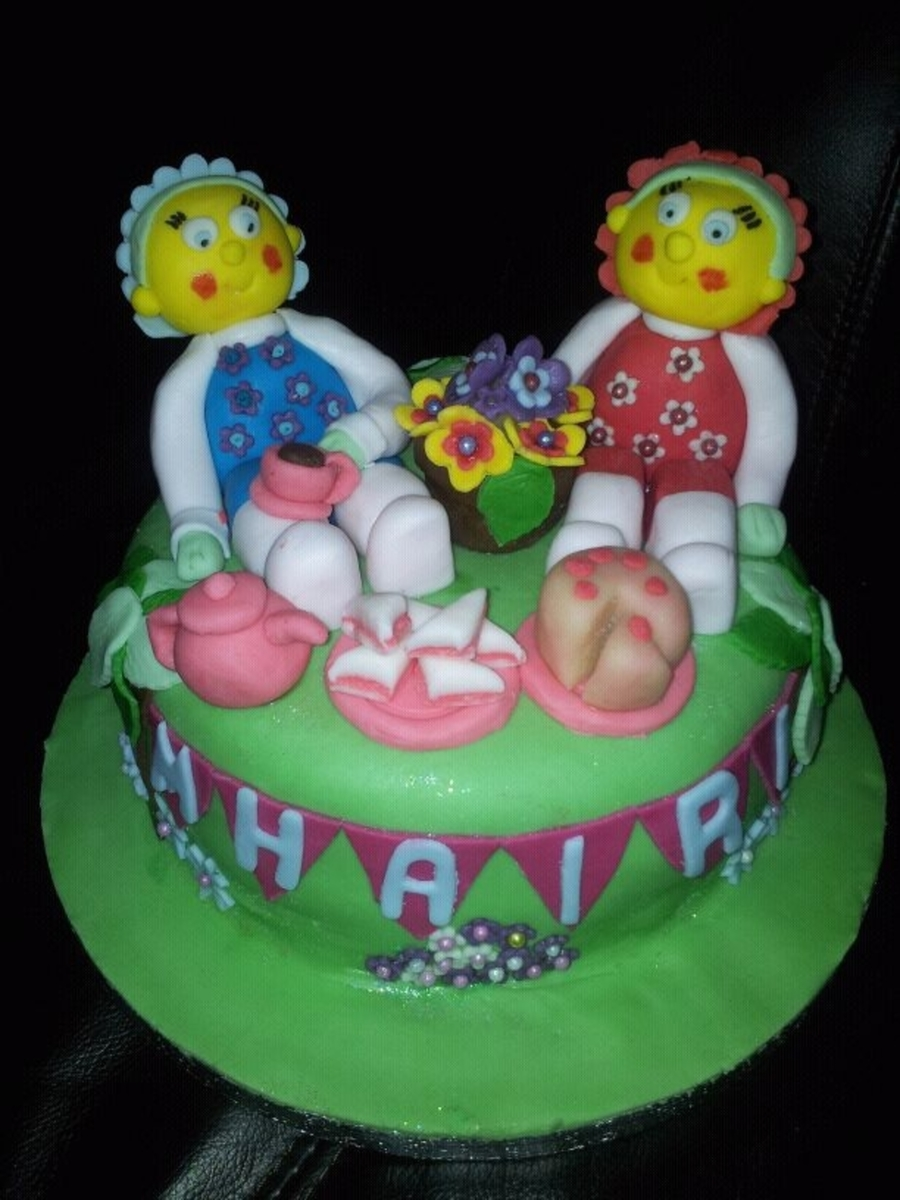 Fifi and the flowertots birthday cakes