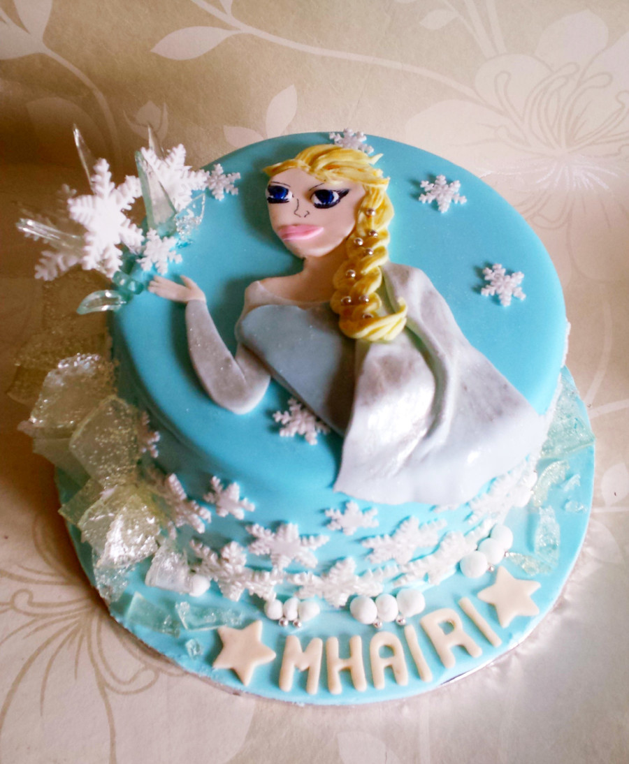Elsa Edible Cake Decoration : Elsa Frozen Cake Edible Icicles - CakeCentral.com