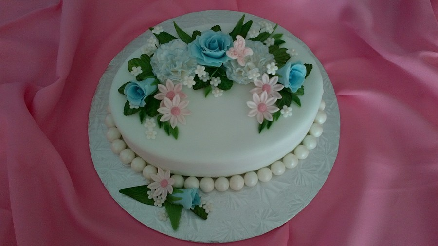 Two layer white and chocolate oval cake filled with butter for Decoration layer cake