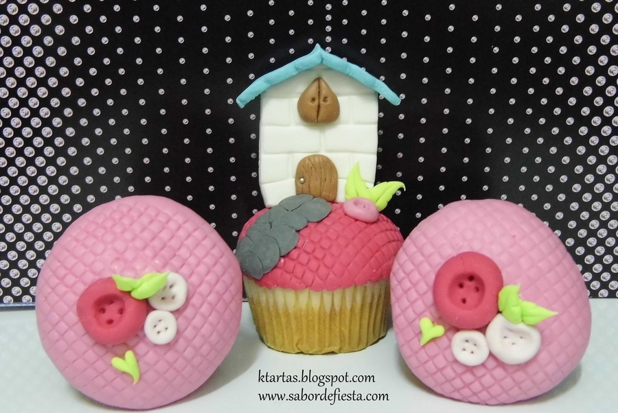 Cupcakes Casita De Mu?eca  on Cake Central