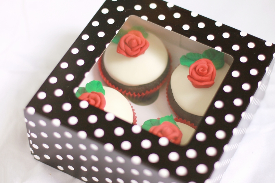 Red Roses Gift Box on Cake Central
