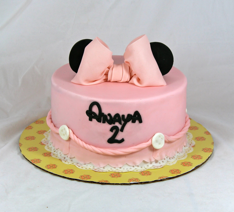 Minnie Mouse Cake Made With Royal Bakerys Tutorial  on Cake Central