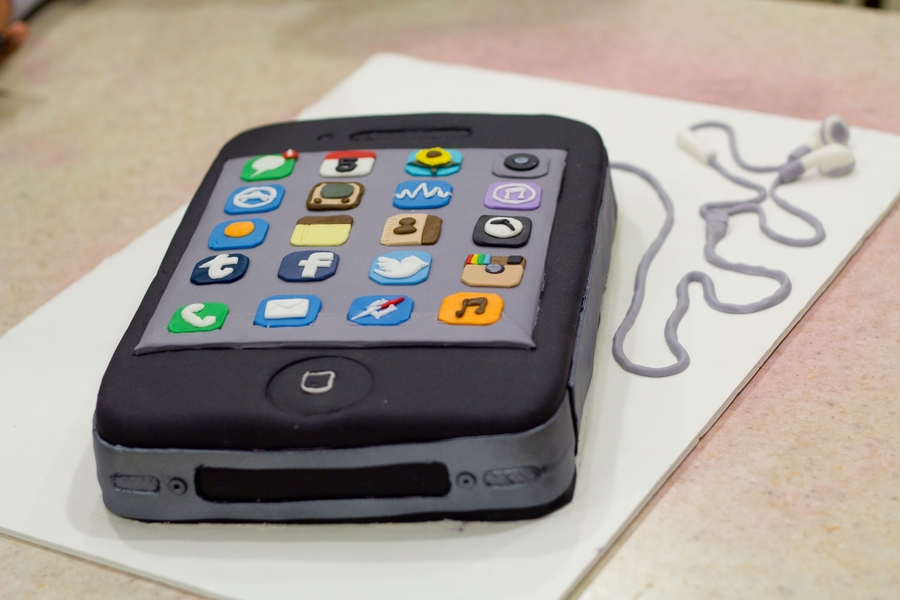 Iphone Cake - Cake Outside The Box on Cake Central