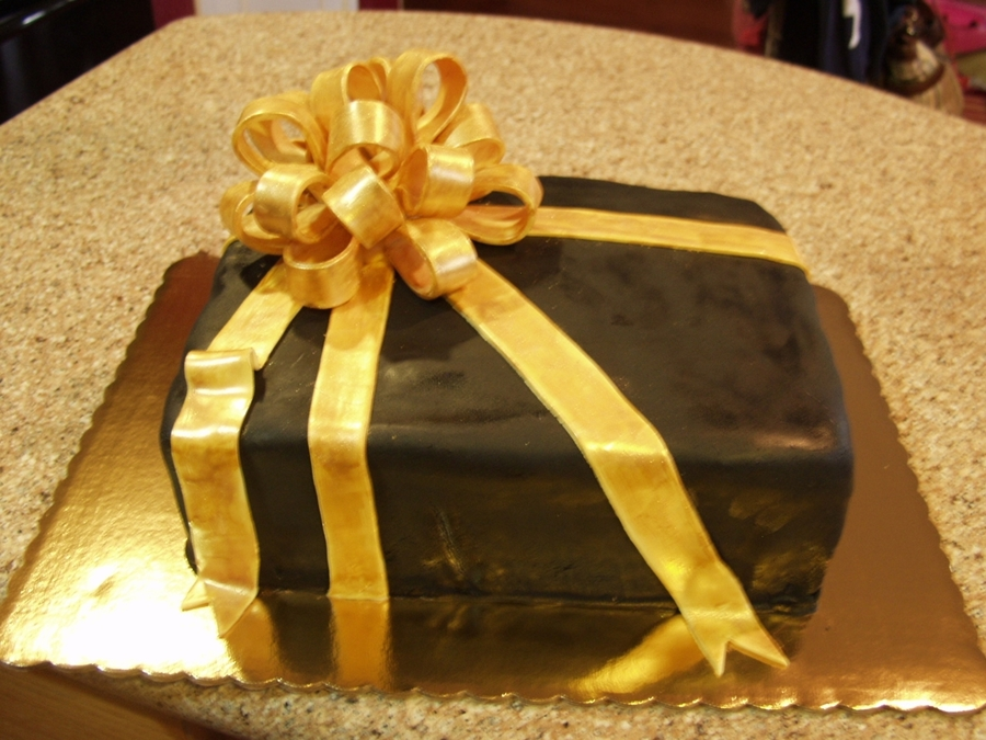 Big Gold Bow on Cake Central