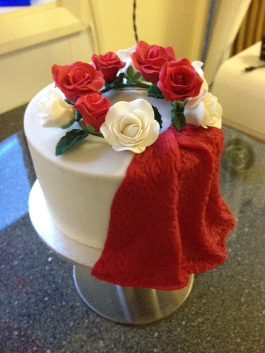 Red And White Roses on Cake Central