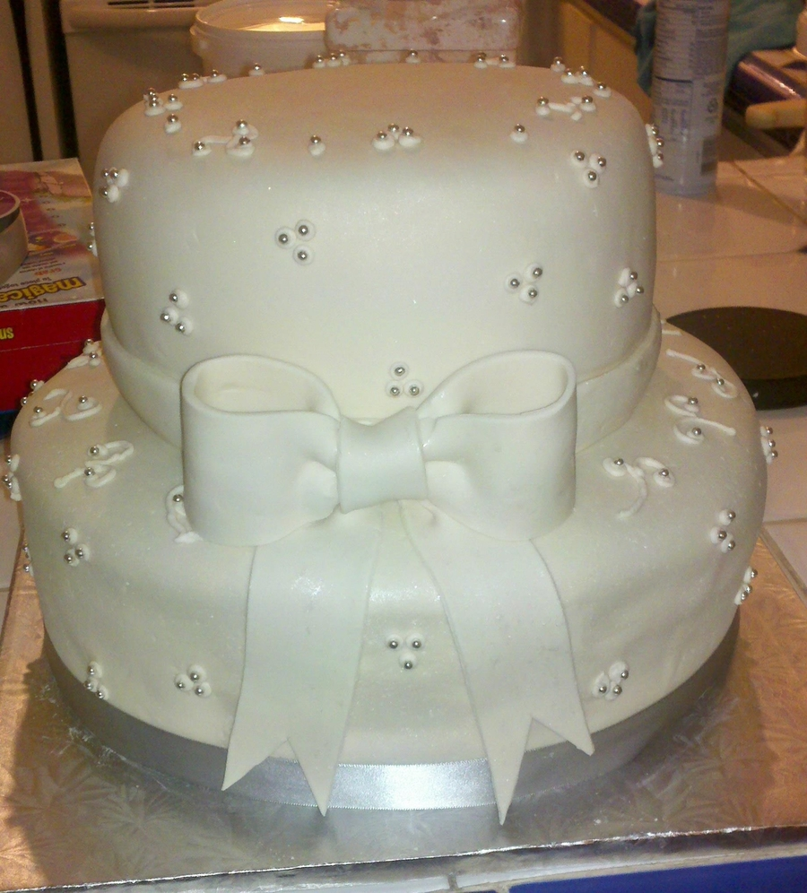 Two tier wedding cake cakecentral two tier wedding cake on cake central junglespirit Choice Image