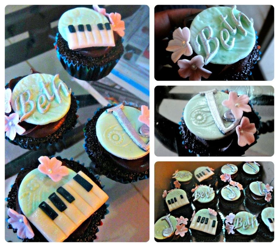 Cupcakes For A Pianist on Cake Central