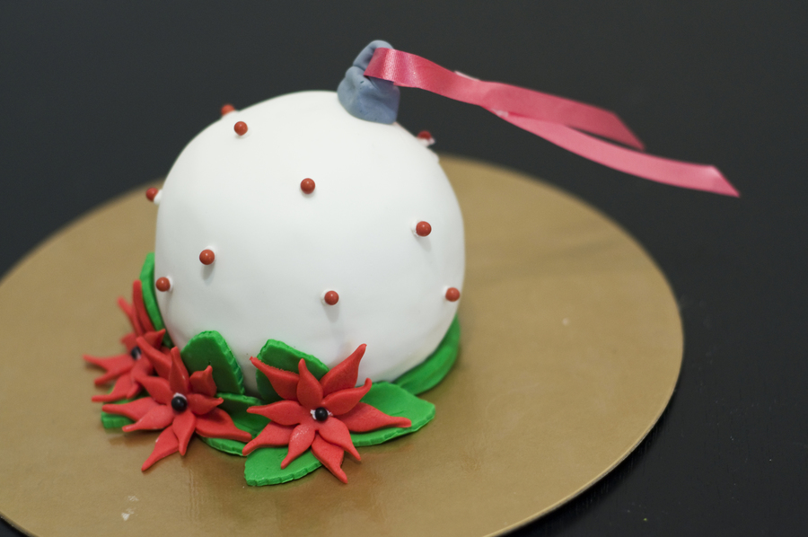Christmas Ornament on Cake Central