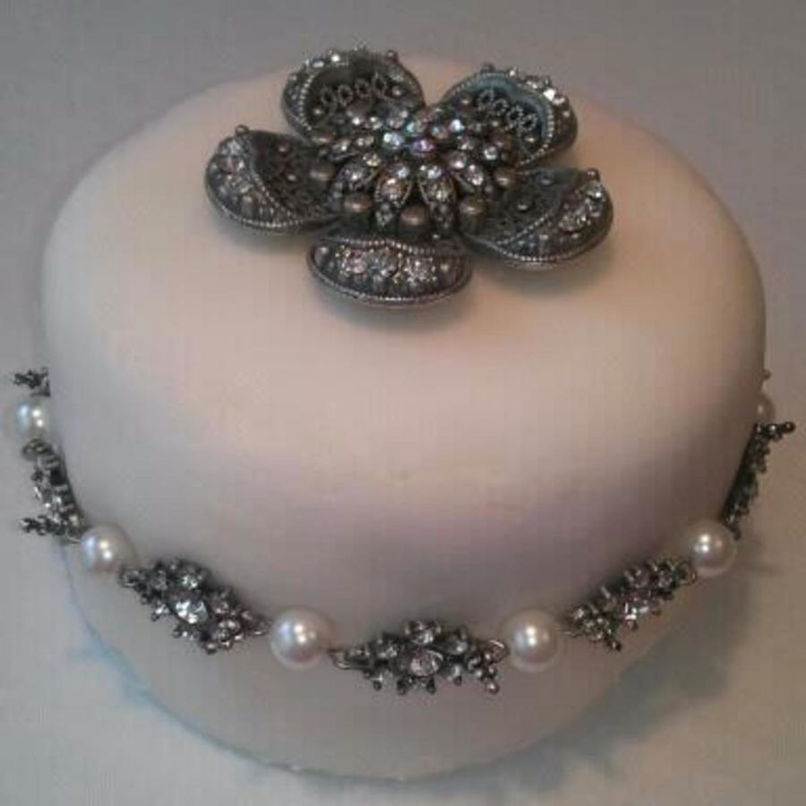 Top Tier Of A Round Wedding Cake on Cake Central