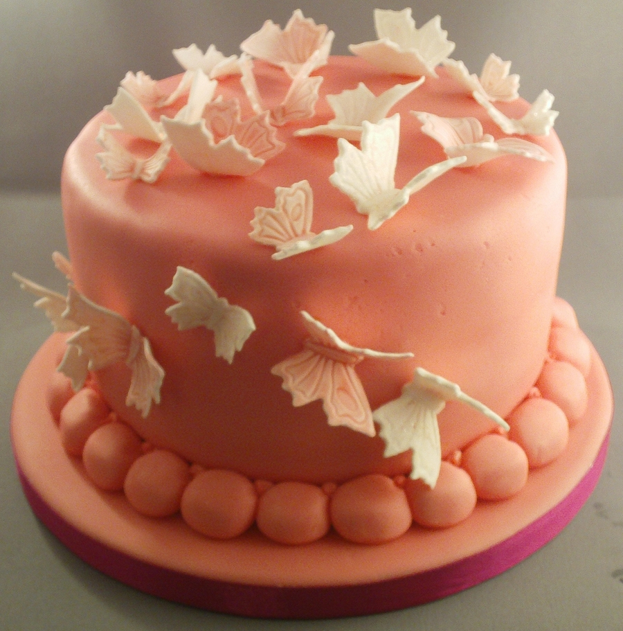 A Little Flutter.... on Cake Central
