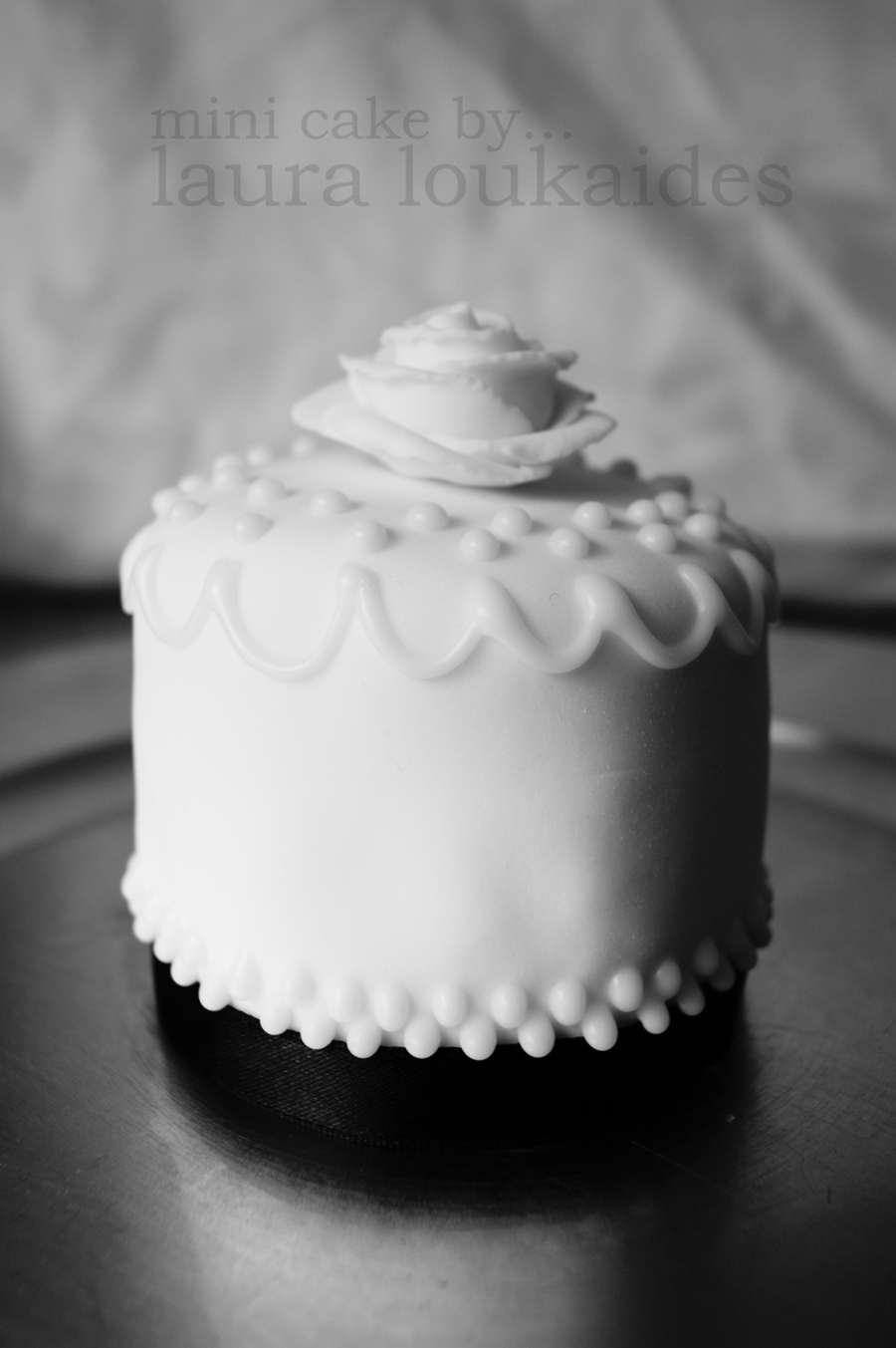 B/w Mini Cake on Cake Central