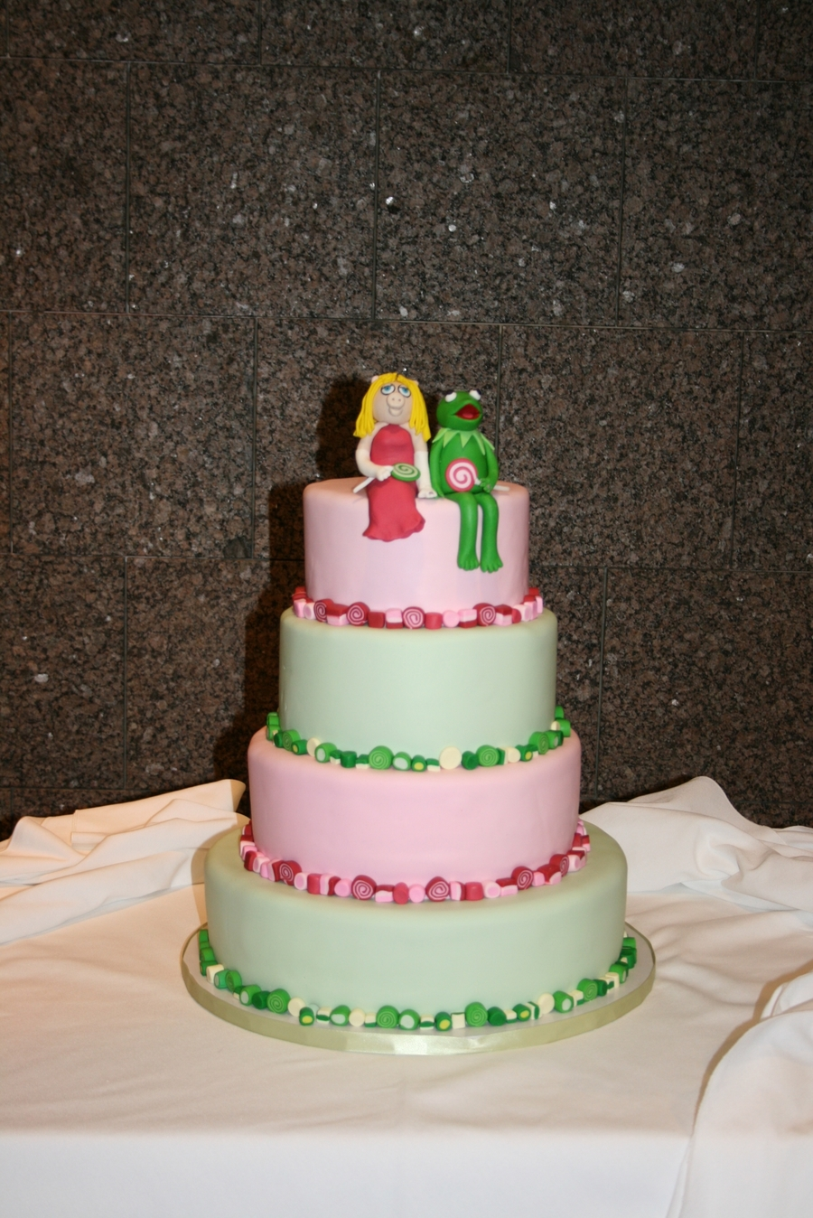 Miss Piggy & Kermie on Cake Central