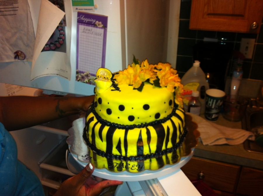 Yellow And Black on Cake Central