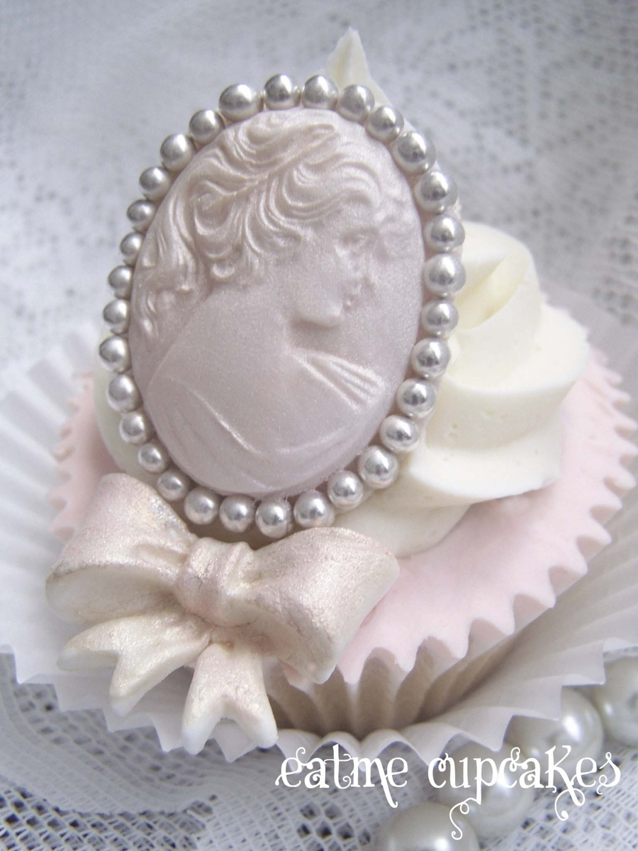 Brooch Vintage on Cake Central